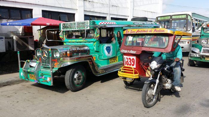 フィリピンの乗り物 ジプニー トライシクル