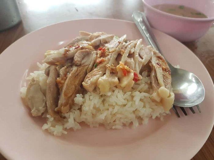 いくらでも食べれる海南風チキンライス (カオマンガイ)
