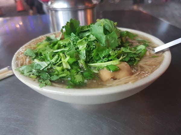 台湾の名物 カキ入り麺料理 蚵仔麵線