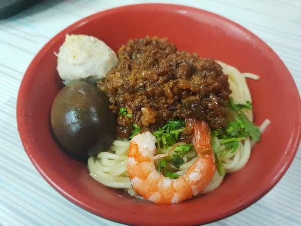台南の名物麺料理 担仔麺