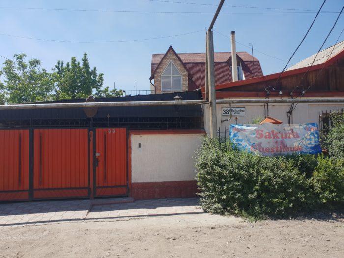 キルギス さくらゲストハウス入口