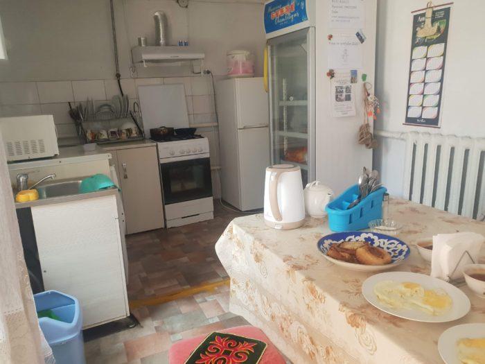 キルギス Dos Guest House 共用キッチン