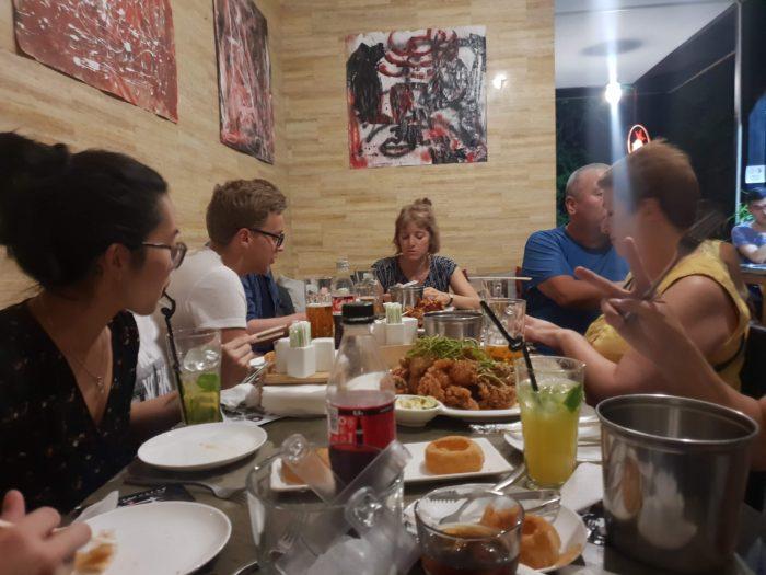 ビシュケク CHIKEN STARで楽しく食事