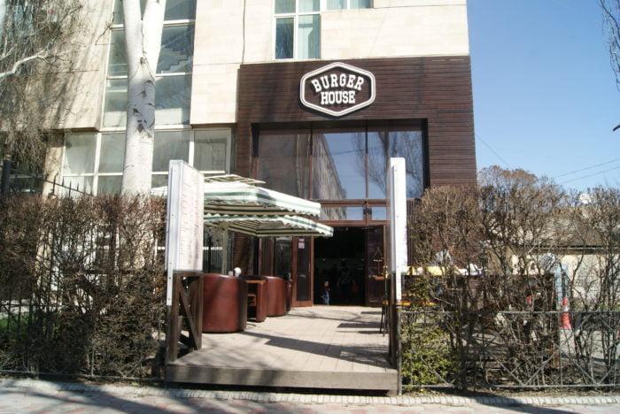 ビシュケク Burger Houseの入口