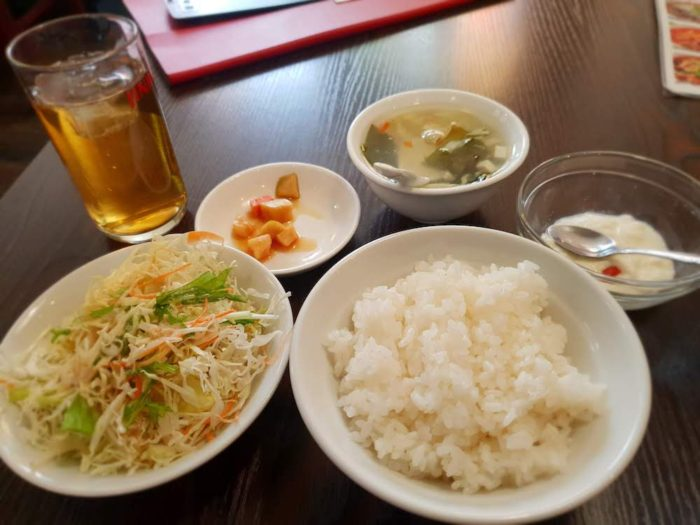 華記食府(新松戸)の定食についてくるデザートやサラダ