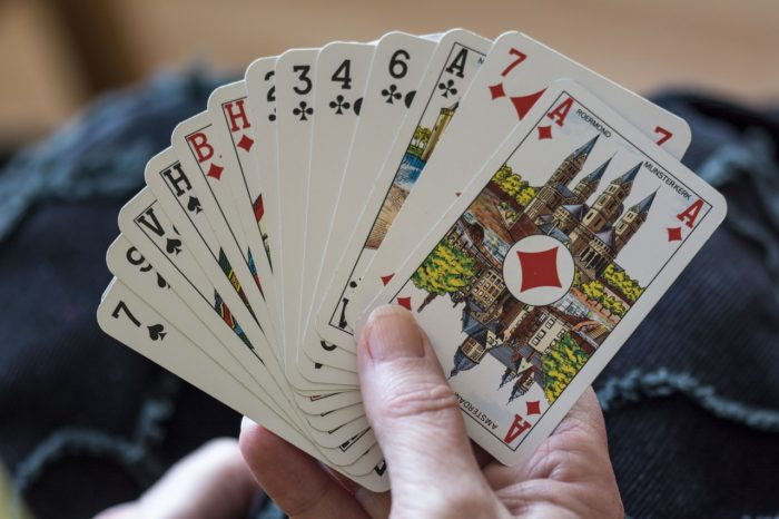 海外 トラブル カードゲーム詐欺