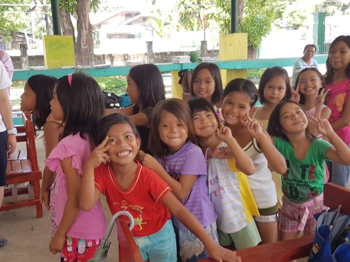 フィリピン留学 小学校のボランティア活動に行く