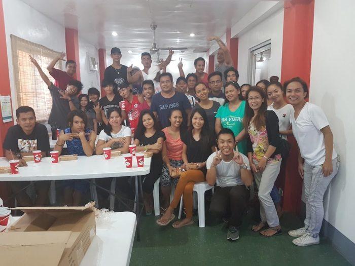 フィリピン人先生を中心に、フェイスブックで100人以上友達になる