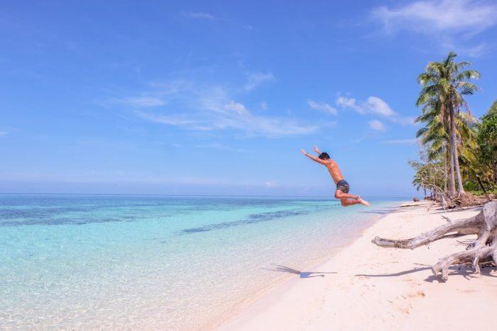 フィリピンで一番きれいなビーチがあるパラワンに行く