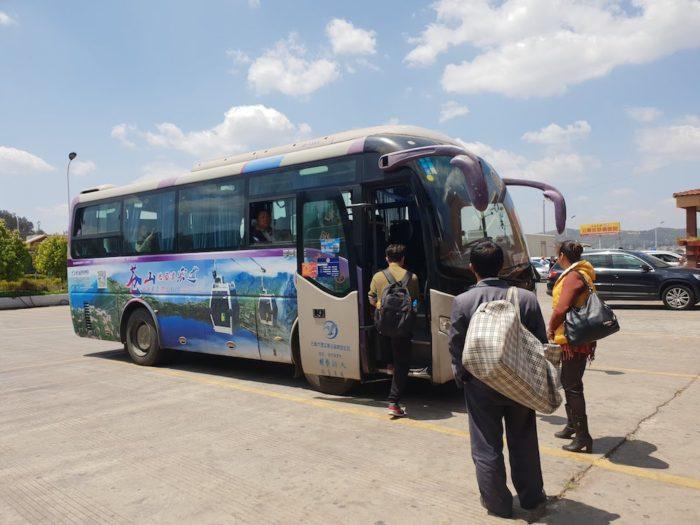 昆明西バスターミナル 大理行きのバス