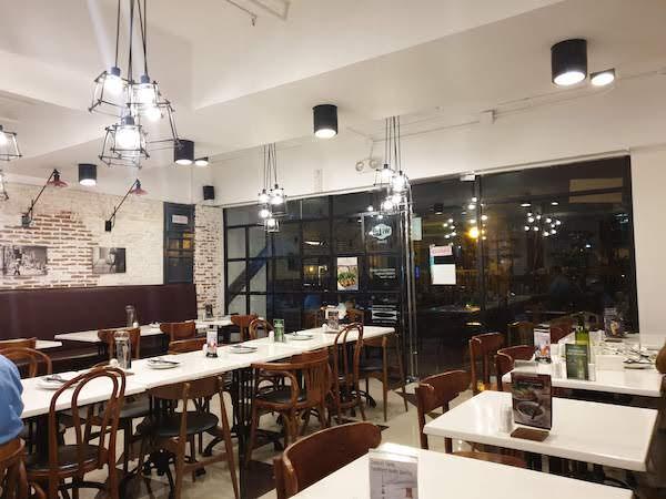 マカティ Ba Noi's 店内(ベトナム料理レストラン)