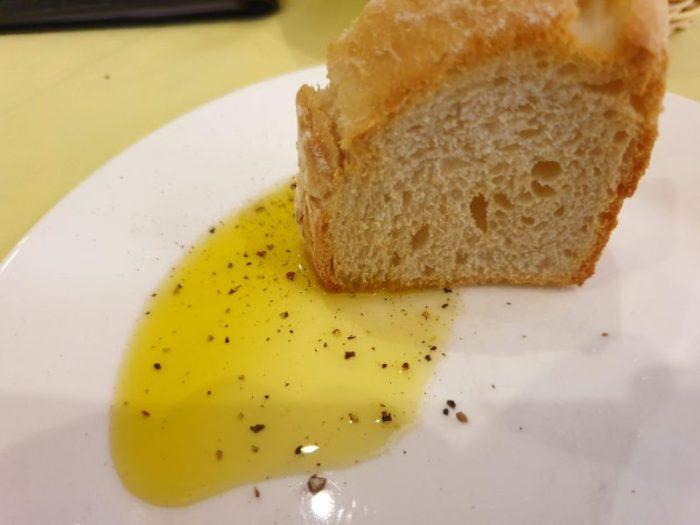 オリーブオイルとパンの最高の食べ方
