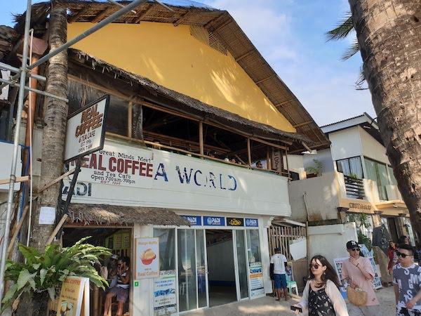 ボラカイ島 ビーチ沿いカフェ Real Coffee & Tea cafe