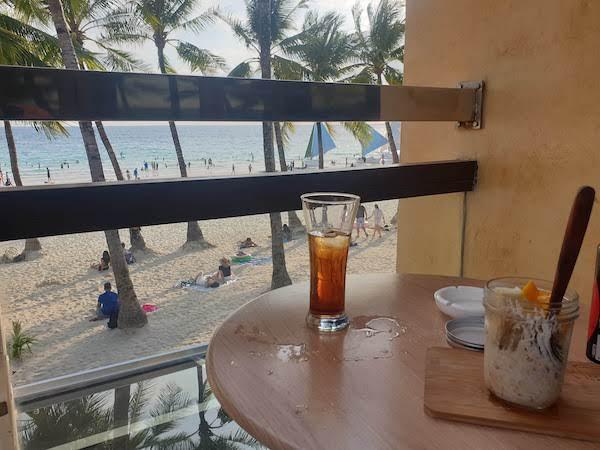ボラカイ島で、Wifi有り、ビーチの眺めが最高のおすすめカフェ!
