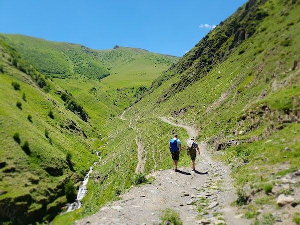 海外で山登りするのは体力必要!最適グッズは?