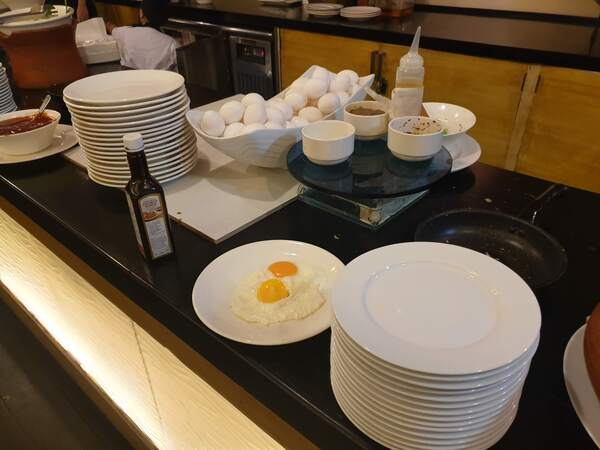Quest Hotel and Conference Center 朝食ブッフェ