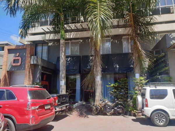 セブおすすめビジネスホテル Cuarto Hotel(クアルト ホテル)の入り口