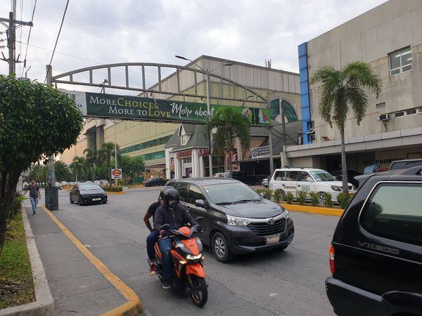 マニラ Lucia Mallの入り口